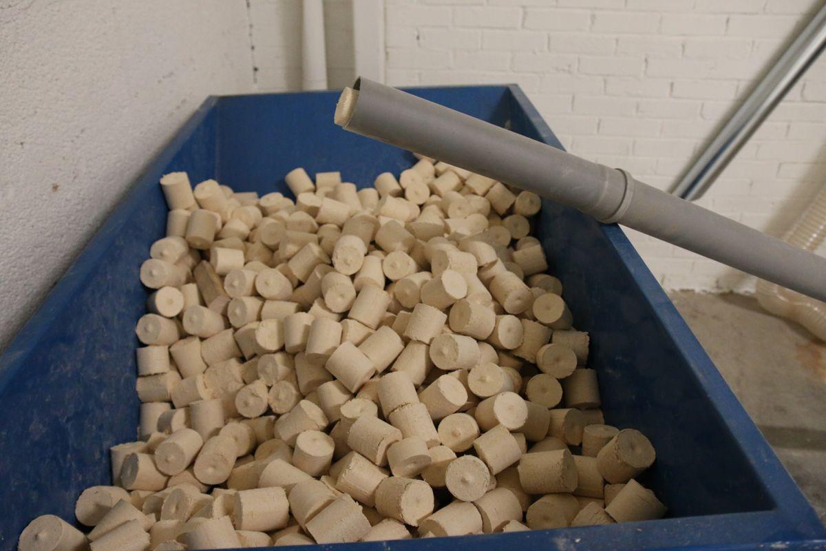 Det blir produsert pellets av flis fra fabrikken. Denne blir brukt til fyring i Eidsiva sitt fjernvarmeanlegg.