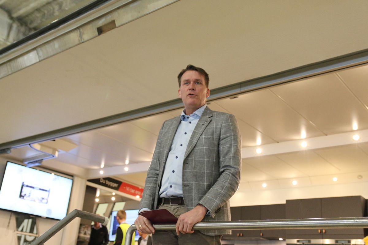 Høyre-politier Kårstein Eidem Løvaas fra Stortingets næringskomité sto for åpningen av fabrikken.