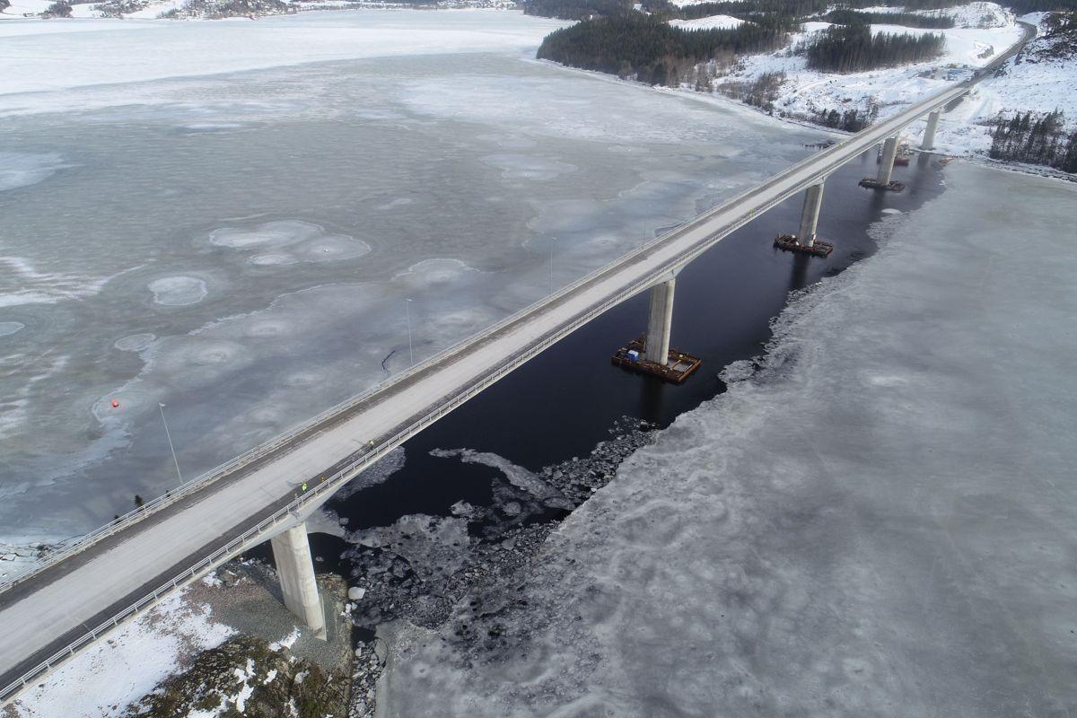 <p>Beitstadsundbrua ble overlevert til fylkesveieier Trøndelag fylkeskommune i slutten av februar. Fremdeles gjenstår legging av membran og asfalt, men brua og til sammen rundt 15 kilometer ny fylkesvei er nå klarert for å åpne. Foto: Trøndelag fylkeskommune</p>