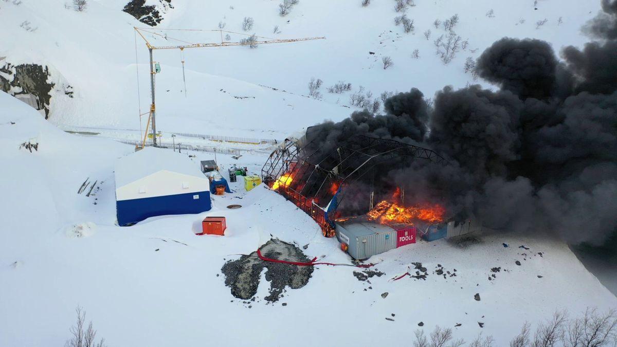 Brann i tunnelriggen på Skarvbergtunnelen. Foto: Skanska