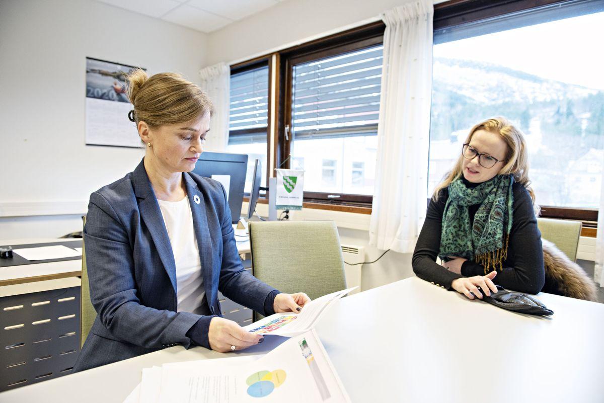 Ordfører i Surnadal kommune, Margrethe Svinvik og leder av Horisont-programmet i Pipelife, Eirin Kalstø. Foto: Pipelife