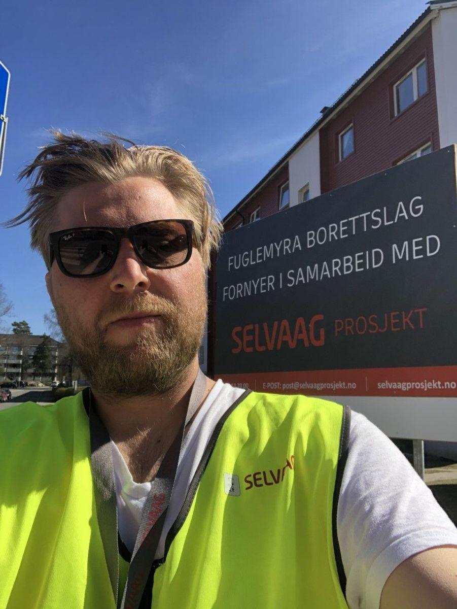 Mats Devold, Byggeleder hos Selvaag Prosjekt, følger opp Vindusprosjekt Fuglemyra Borettslag.- Alt går som normalt. Underentreprenørene har strenge rutiner med tanke på smittevern, sier han.