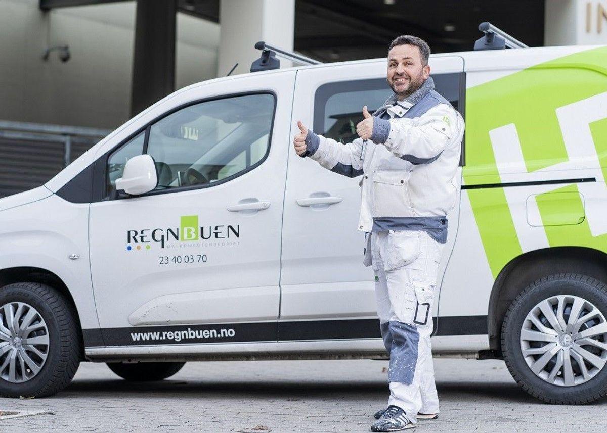 Fehmi Midtfart er på vei ut på jobb for Regnbuen Malermesterbedrift AS i Oslo.