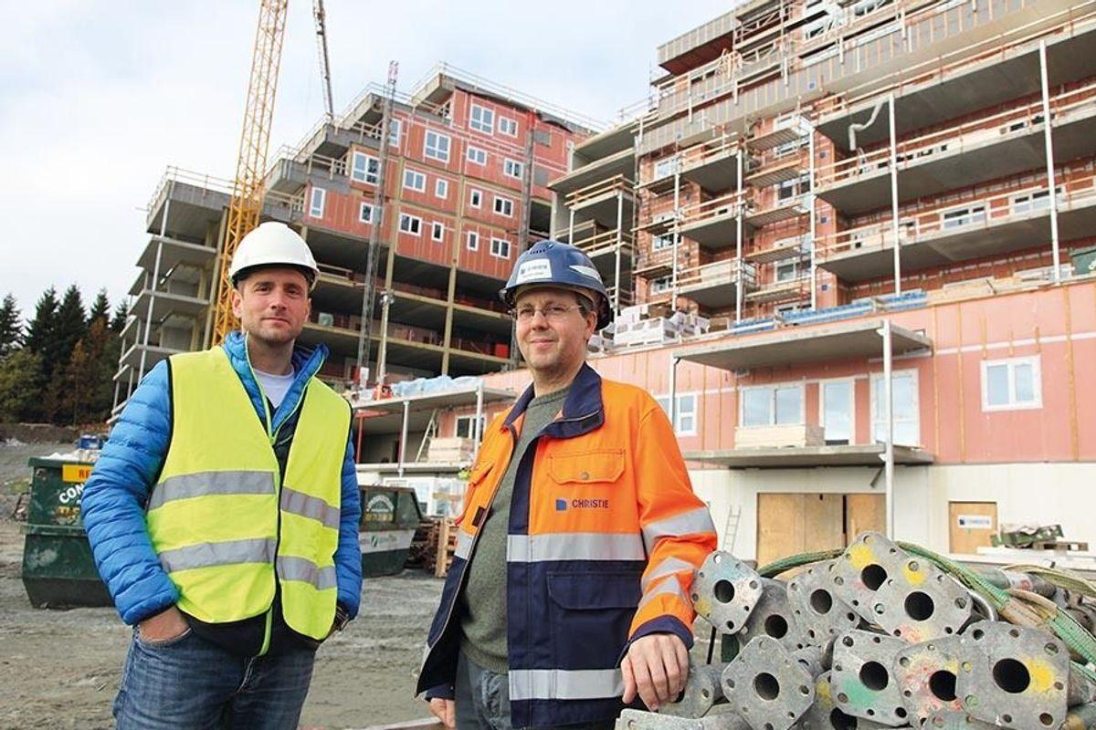 Byggherreombud Arnt Einar Sandnes i Hammerø & Storvik Prosjekt (t.v.) og prosjektleder hos totalentreprenør Christie & Opsahl, Stig Arne Johnsen.