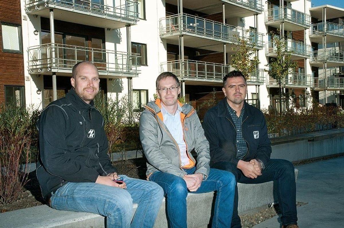 Anleggsleder Erik Holter i Wegger & Kvalsvik, prosjektsjef i OBOS Fornebu Utvikling, Sigbjørn Fondenes og prosjektleder Elvir Hasic i Wegger & Kvalsvik godt fornøyd samarbeid og resultat.