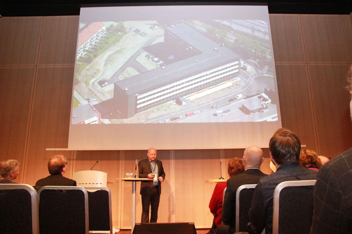 Torfinn Lysfjord i GK Norge redegjorde for erfaringene med Miljøhuset GK etter tre års drift under Zerokonferansen 2015. (Foto: Svanhild Blakstad)
