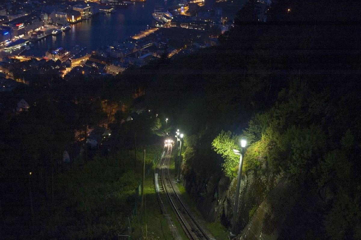 Fløybanen trasébelysning i Bergen er nominert i kategorien Beste utendørsbelysning. Foto: Norconsult