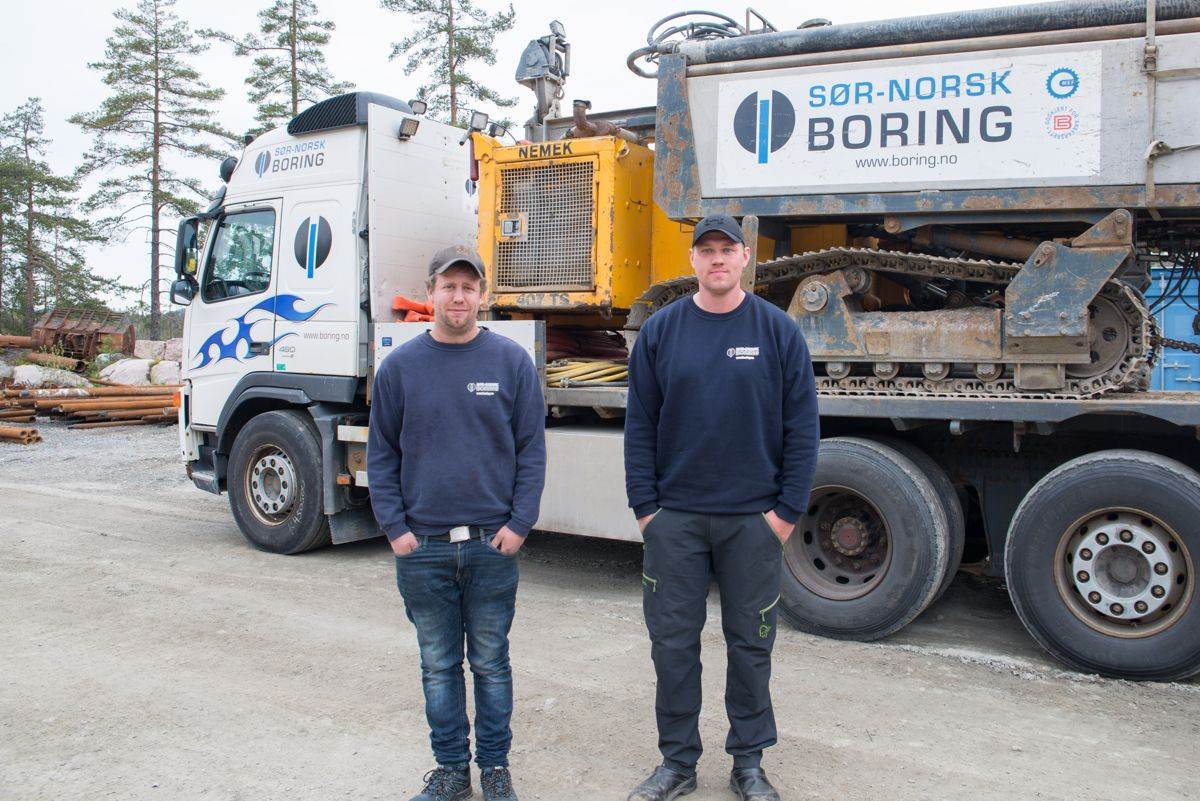 <p></p><p>Erik Jensen og Jan Ove Lia i Sør-Norsk Boring har som landets første tatt fagbrev som brønnborere fastland. Foto: Hege Dorholt/Kanalen</p>