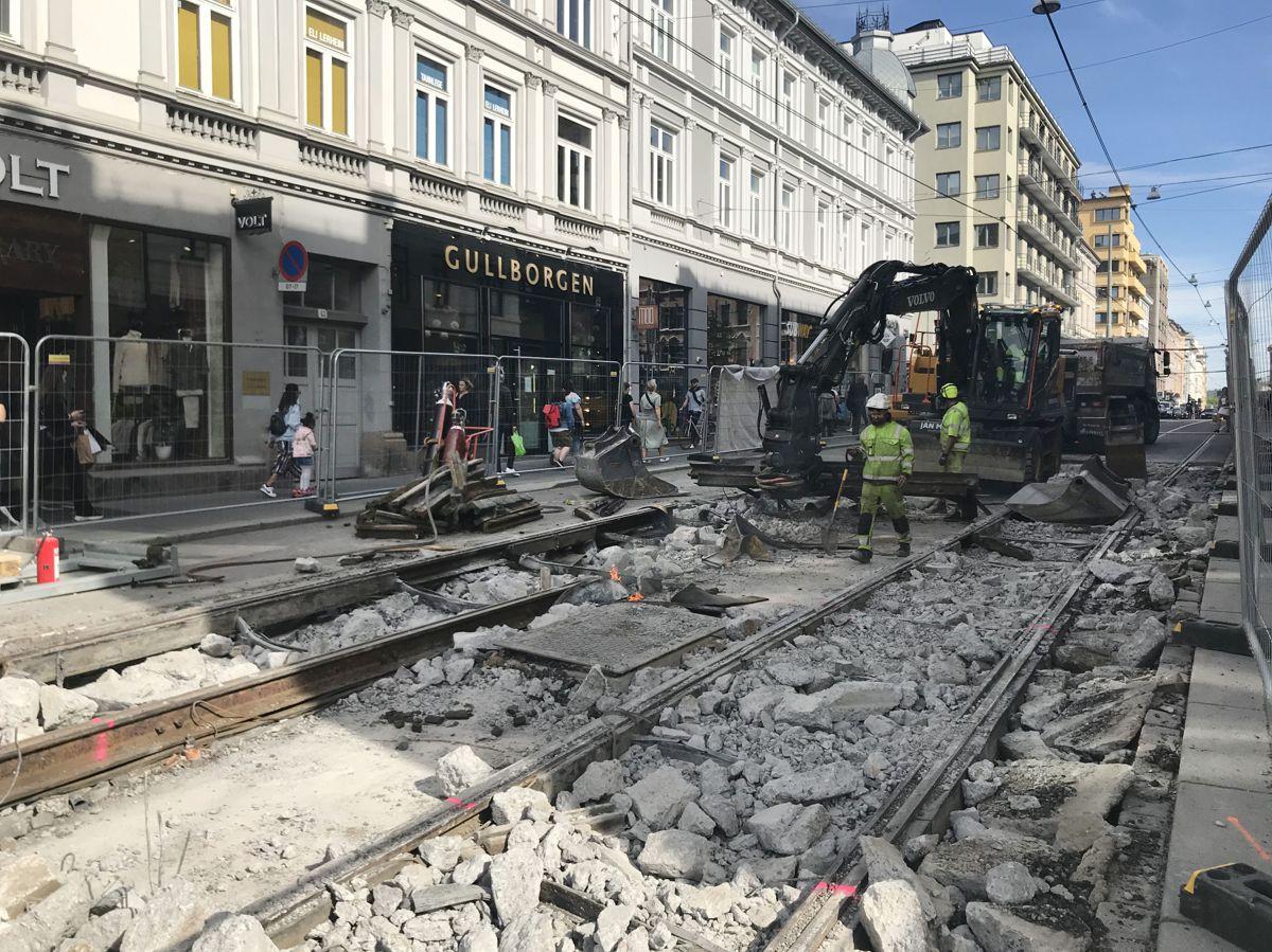 <p>Omfattende anleggsarbeider pågår i flere gater og kryss på Majorstuen i forbindelse oppgradering av infrastruktur til trikken og utskifting av vann- og avløpsrør. Her fra Bogstadveien. Foto: Svanhild Blakstad</p>