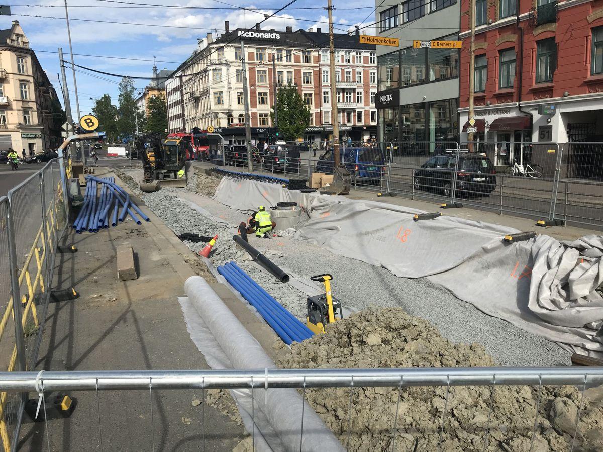 Det pågår omfattende arbeider ved trikkeholdelassen midt i Majorstukrysset. Foto: Svanhild Blakstad