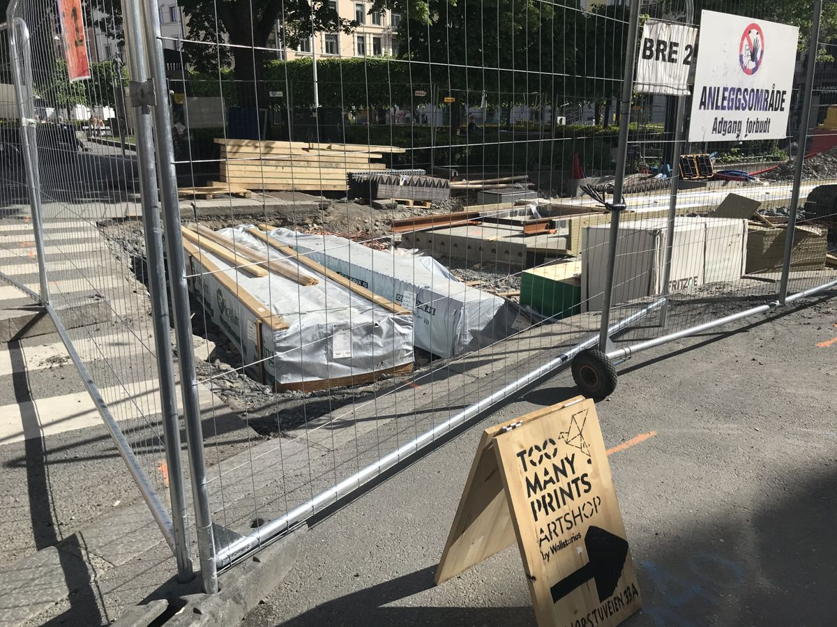 Anleggsarbeidene gjør det krevende for de som driver butikk på Majorstua. Foto: Svanhild Blakstad