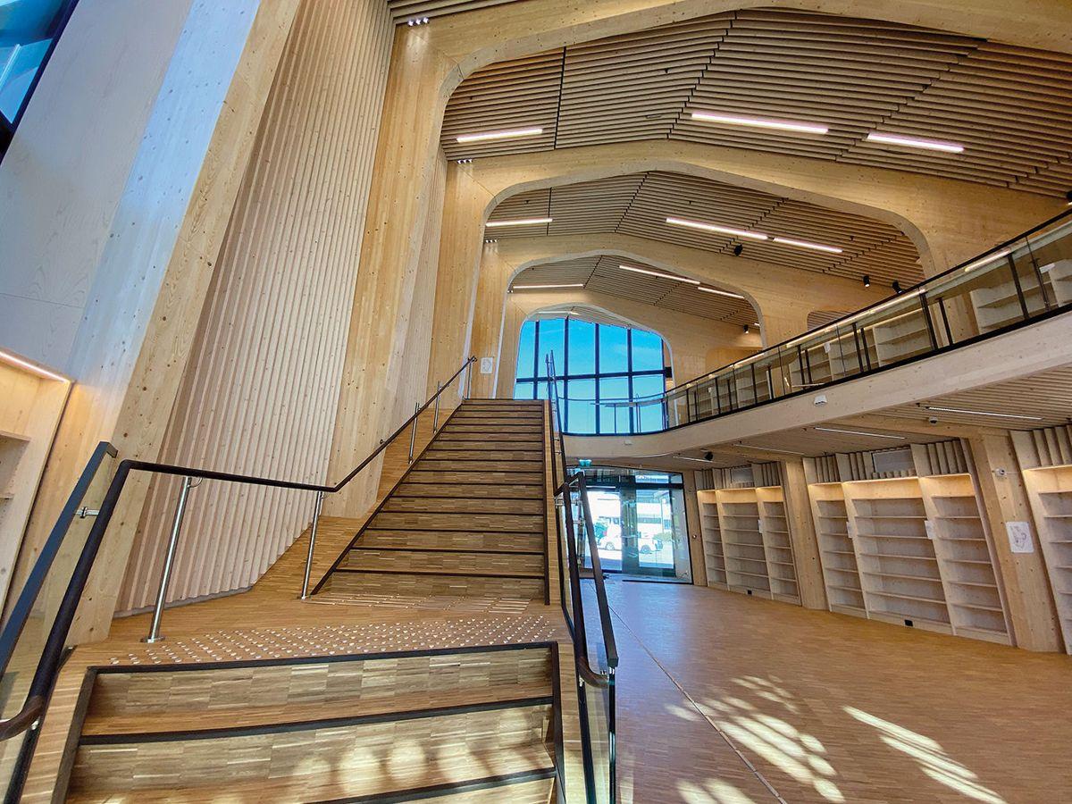 De besøkende møtes av et stort åpent rom hvor trekonstruksjonen med all tydelighet vises frem. Foto: Jøran Ledal