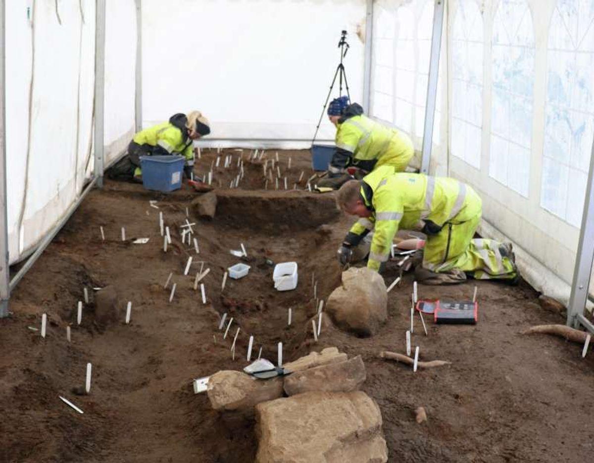 Fra utgravingen av den doble båtgraven på Skeiet i fjor. Foto: Anne Marit Øksenvåg Johansen, Statens vegvesen