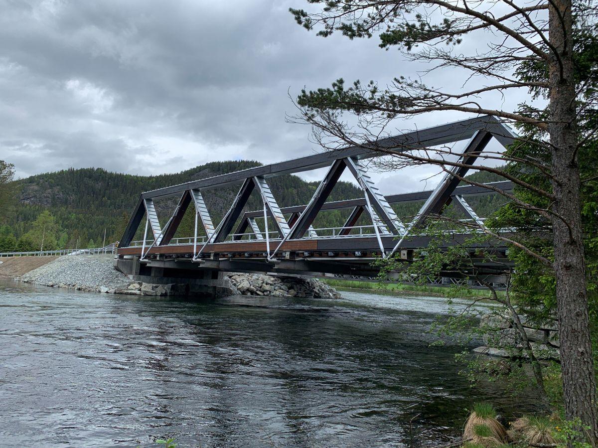 <p>Nye Tveit bru er ei trebru med sinkbeslag som beskyttelse mot vær og vind. Foto: Eli Ramstad, Statens vegvesen</p>