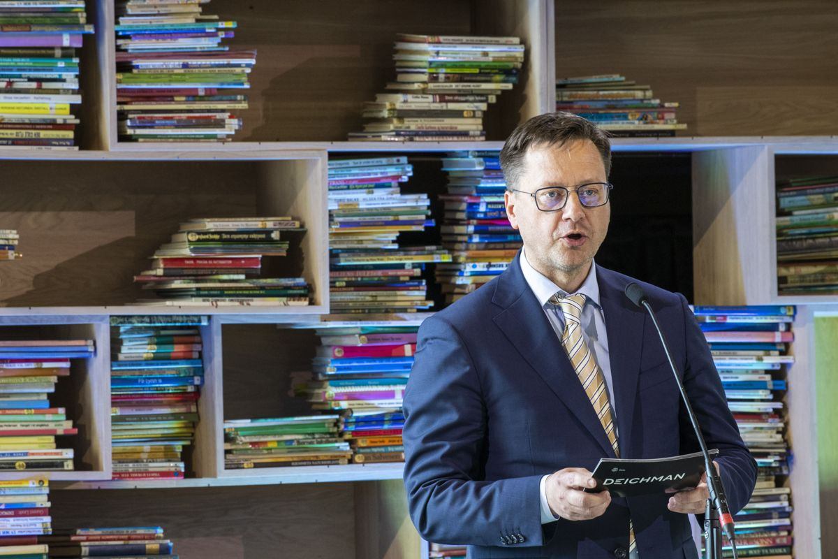Biblioteksjef Knut Skansen talte under åpningen. Foto: Terje Pedersen / NTB scanpix