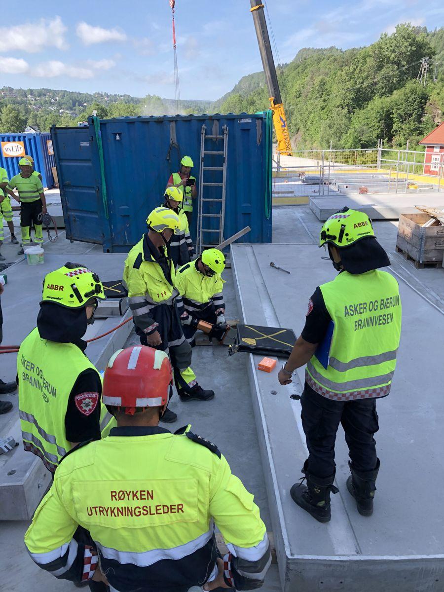 HMS-øvelsen ved Rortunet kjøpesenter i Slemmestad. Foto: Thor K. Øvergaard