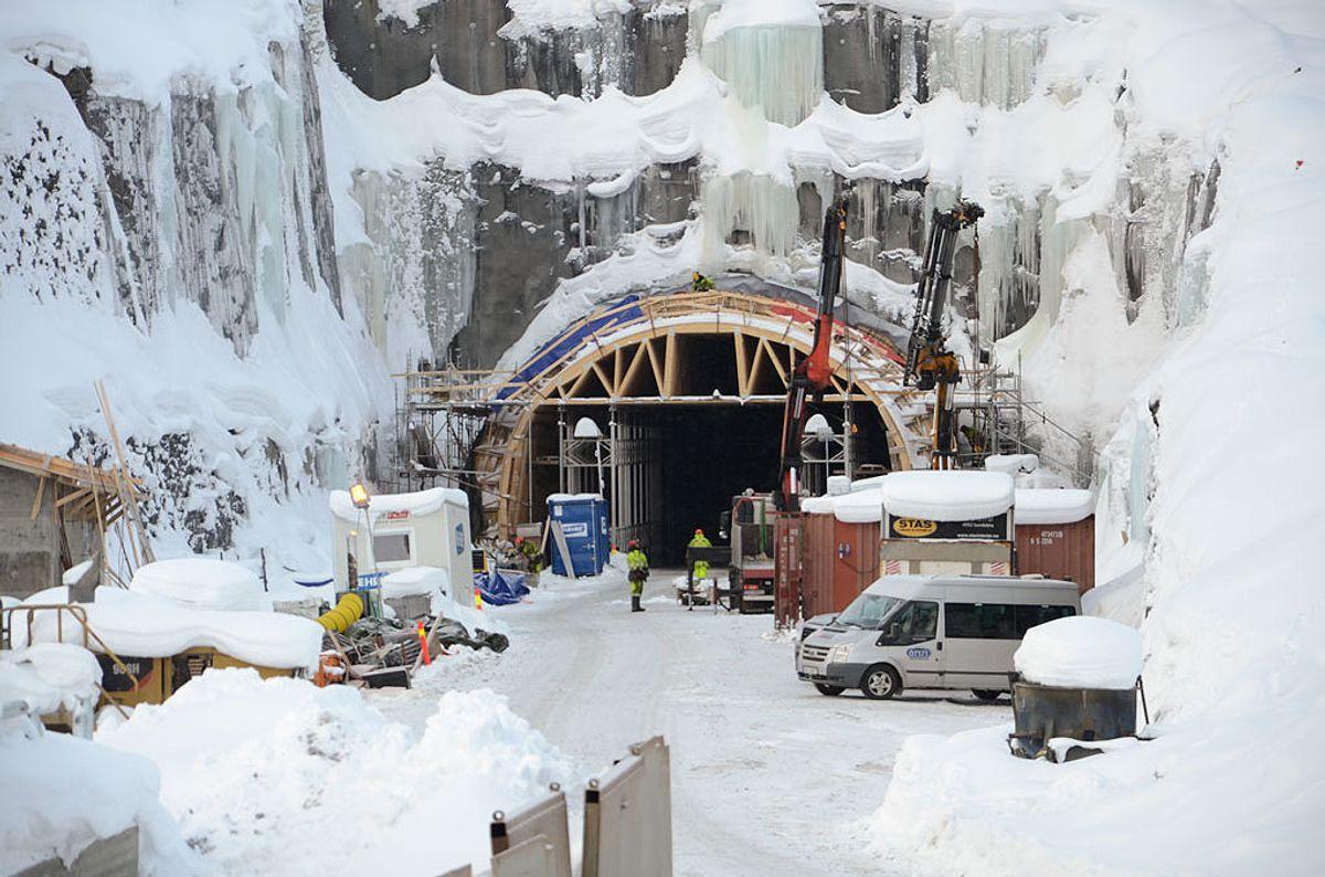 Klargjering til støyp av austre portal på Filefjelltunnelen i februar. (Foto: Statens vegvesen)