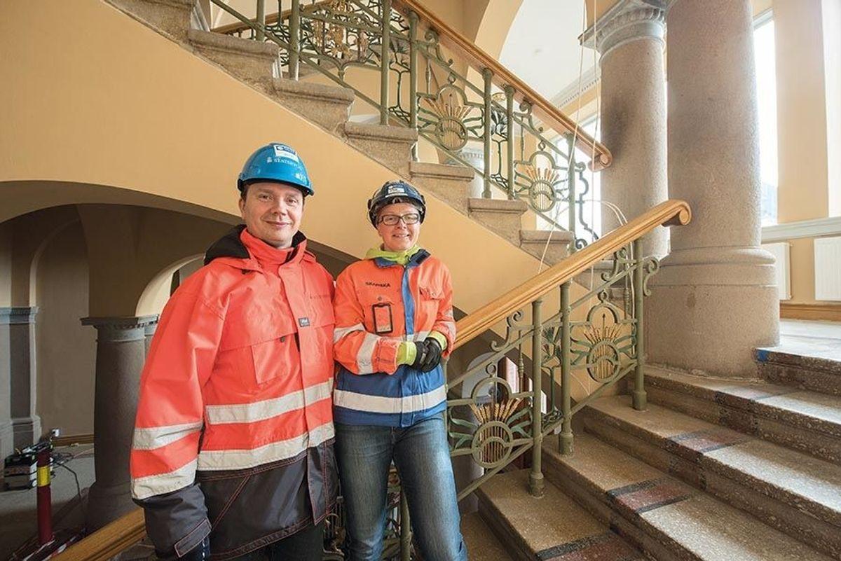 Prosjekteringsleder Johnny Bastiansen i Statsbygg og prosjektleder Dina Bråthen i Skanskas.