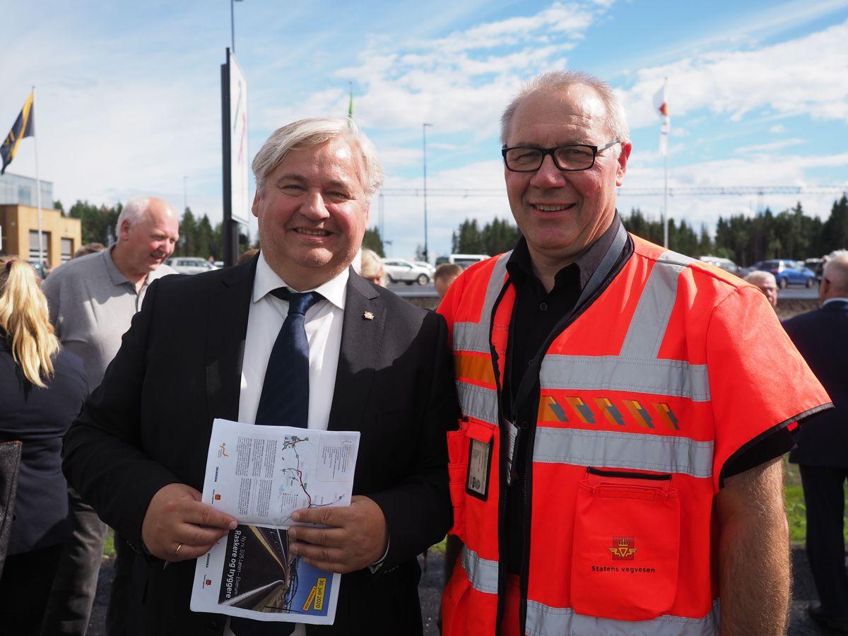 Utbyggingsdirektør Kjell Inge Davik og prosjektleder Taale Stensbye i Statens vegvesen. Foto: Jørn Hindklev