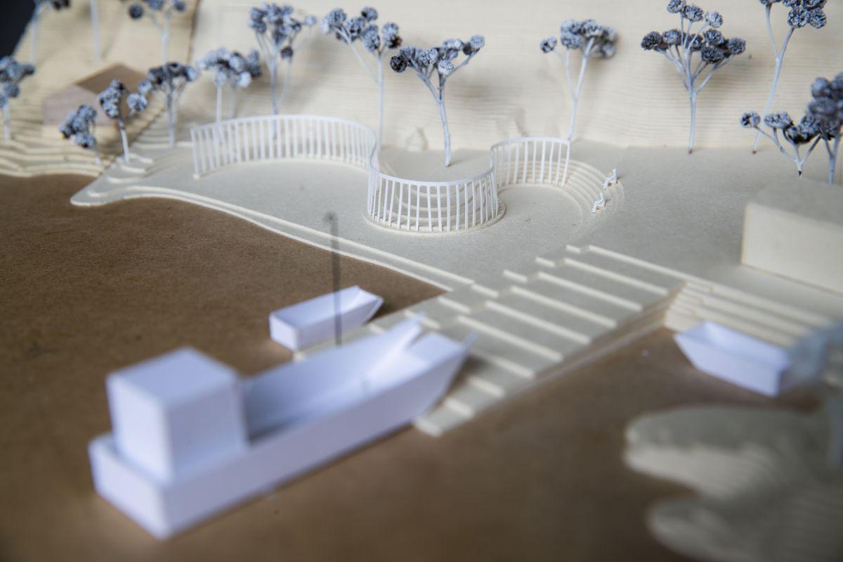 Arkitektkontoret Manthey Kula har tegnet minnesmerket som er planlagt ved Utøykaia i Tyrifjorden. Minnesmerket skal bestå av 77 bronsesøyler - en for hver av de 77 personene som ble drept i regjeringskvartalet og på Utøya under terrorangrepet 22. juli 2011. Foto: Håkon Mosvold Larsen / NTB scanpix
