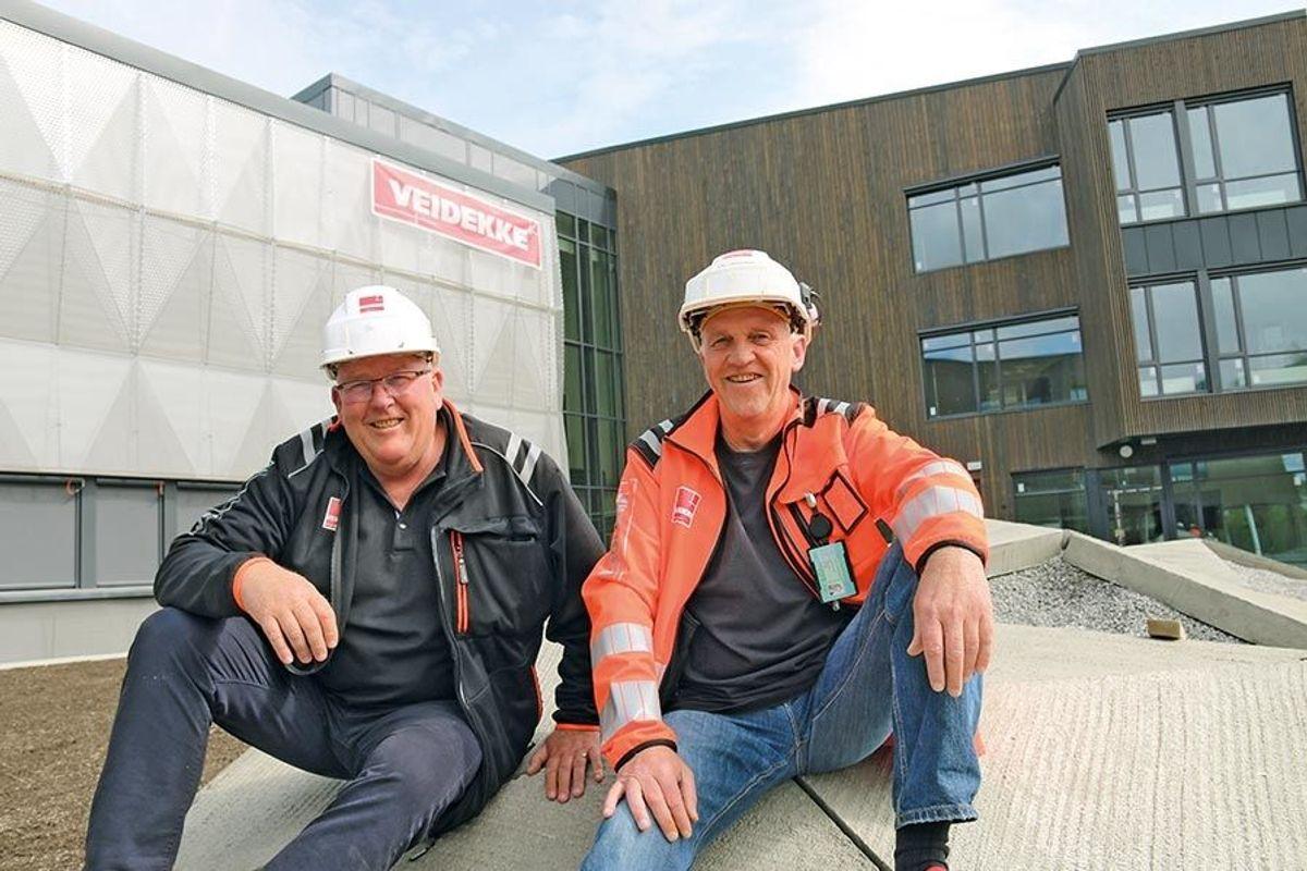Prosjektleder Nils Kolbjørn Moen (t.v) og anleggsleder Kjell Haavelmoen fra Veidekke Entreprenør avdeling Hallingdal.