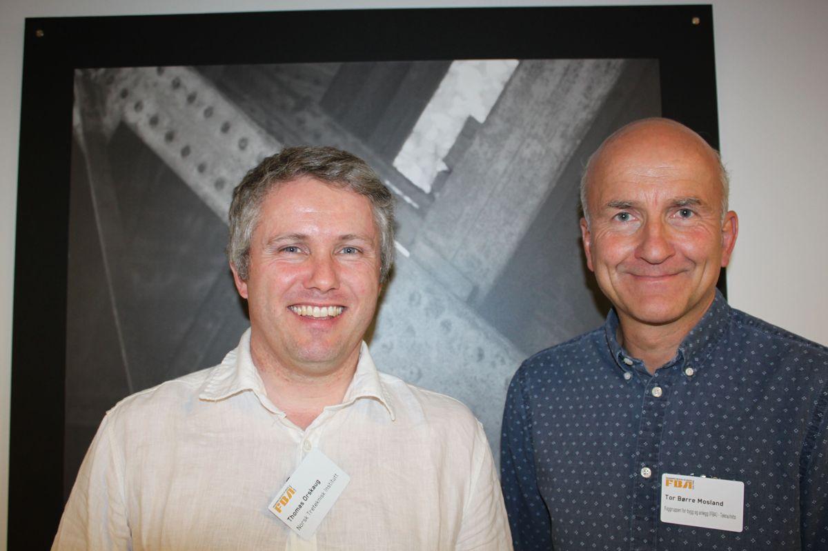 Rådgiver Thomas Orskaug (til venstre), Treteknisk og fagsjef Bygg Tor Børre Mosland, Faggruppen for Bygg og anlegg (Tekna/NITO) er godt fornøyd med oppslutningen. Foto: Anne-Beth Jensen