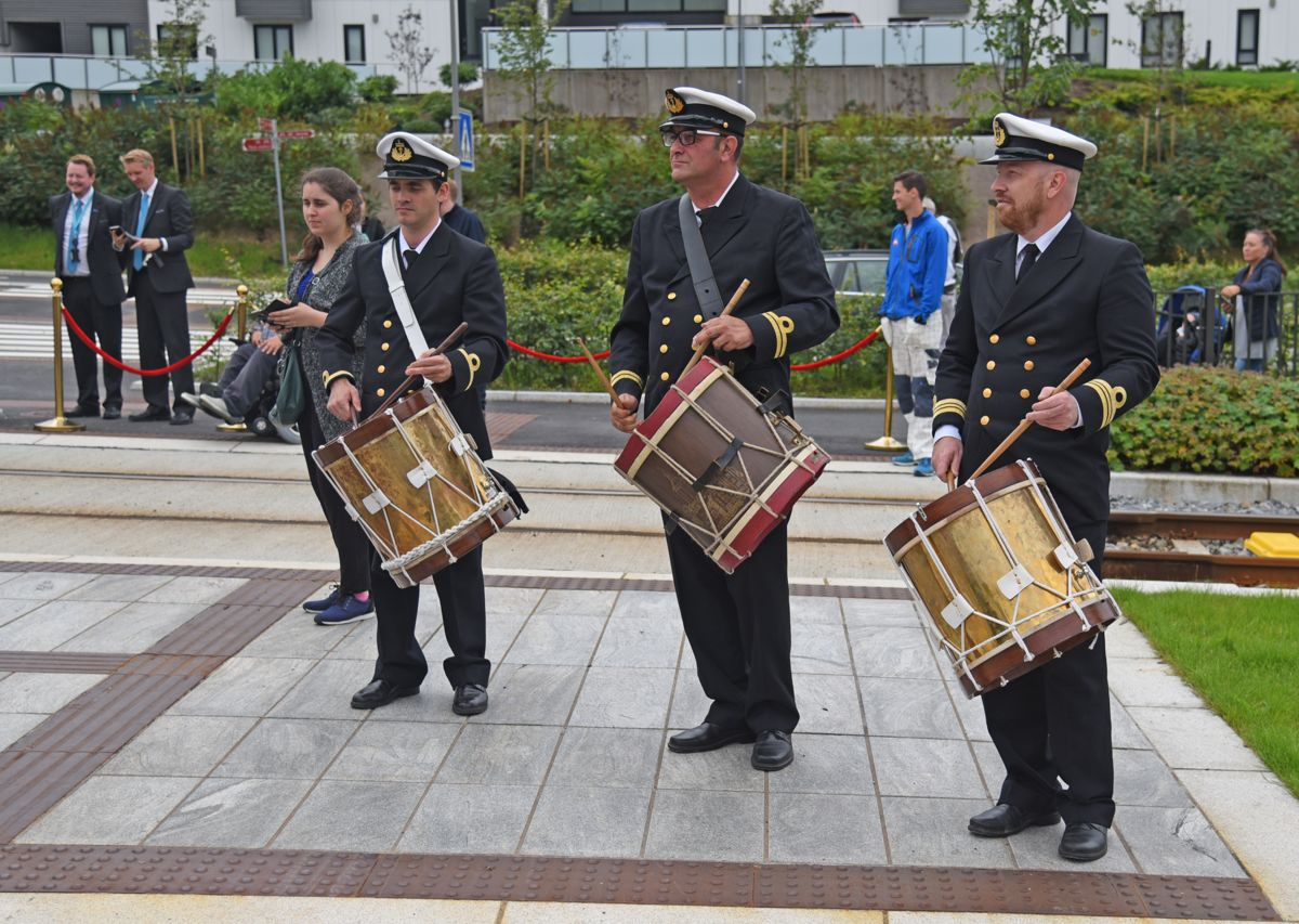 Offiserer fra Sjøforsvaret spilte da Bybanen ble offisielt åpnet.