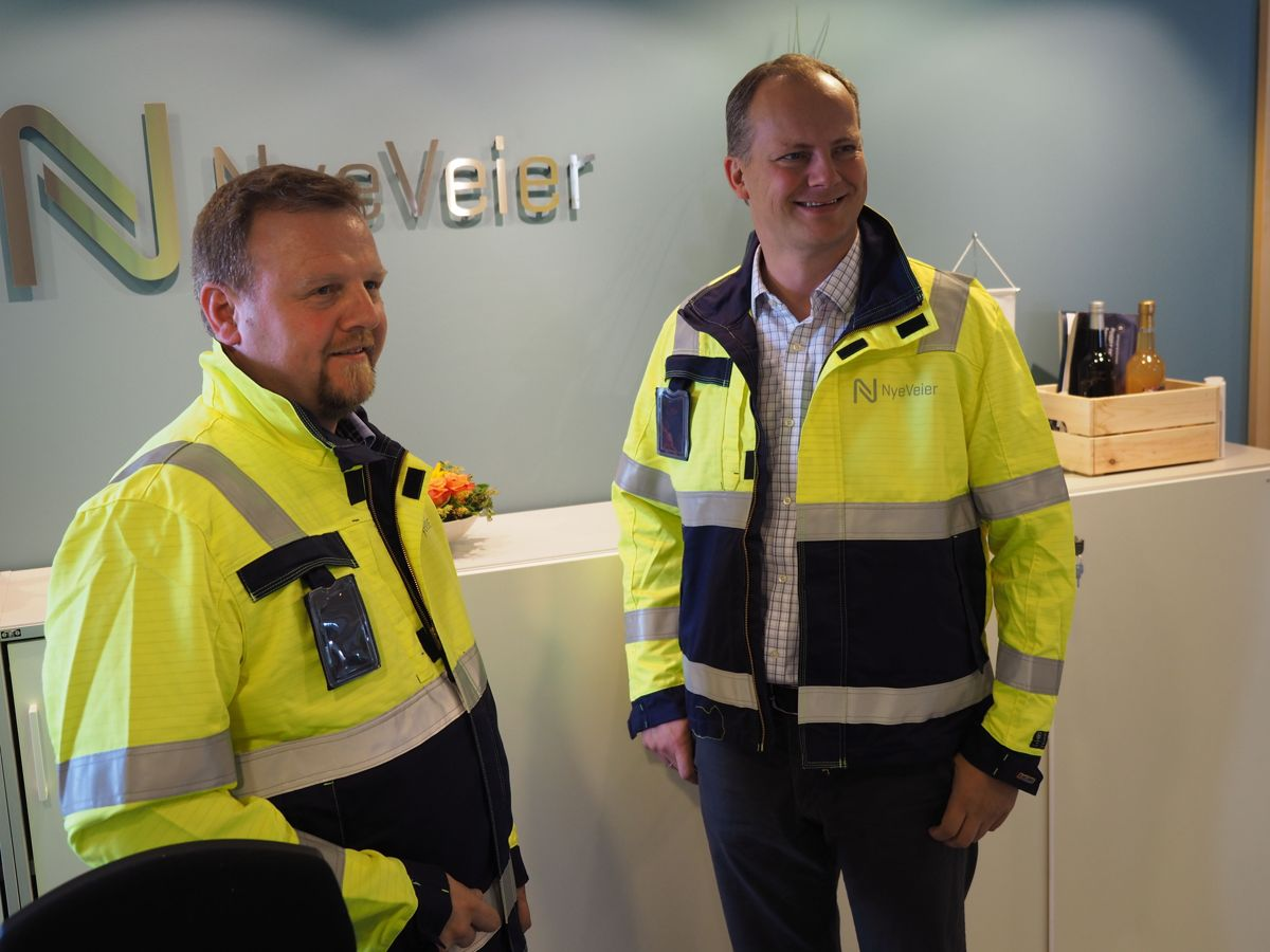 Prosjektdirektør Øyvind Moshagen og samferdselsminister Ketil Solvik-Olsen. Foto: Jørn Hindklev