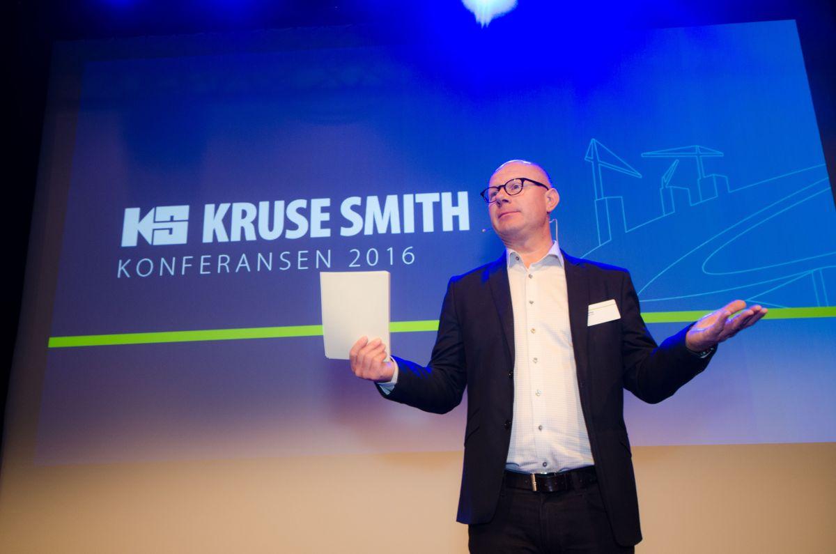 Kommunikasjonsdirektør i Kruse Smith, Erik Dale, var konferansier.