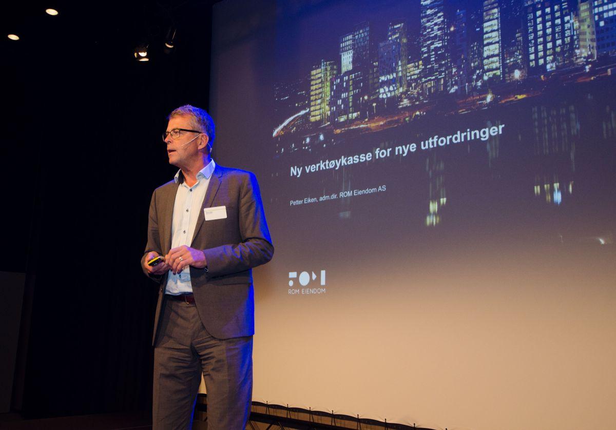 Administrerende direktør Petter Eiken i ROM Eiendom fortalte om ROM Eiendoms rolle, perspektiver på fremtidsrettet byutvikling, og vurderinger rundt god prosjektgjennomføring.