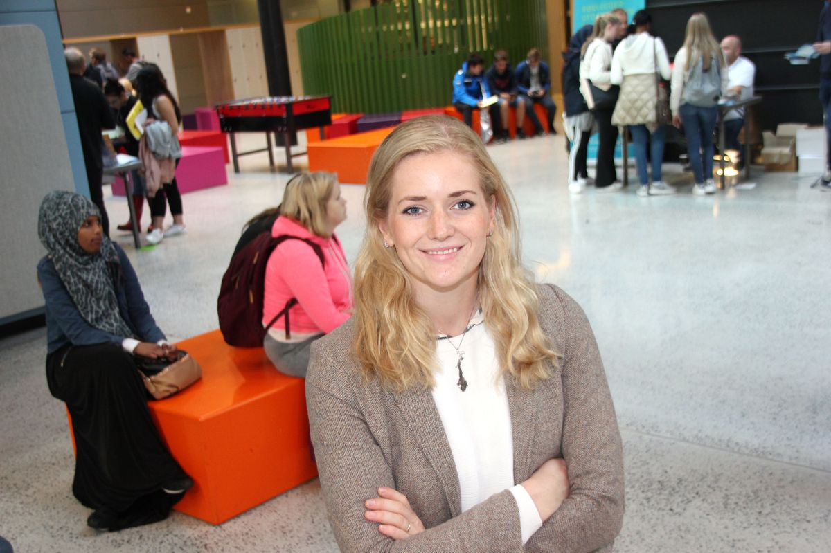 "BYGGCAMP 2016: Emilie Enger Mehl, politiker og vinner av tv-programmet ""Anno"" i 2015, holdt foredrag for rådgiverne om yrkesfag som karrierevei. Foto: Svanhild Blakstad"