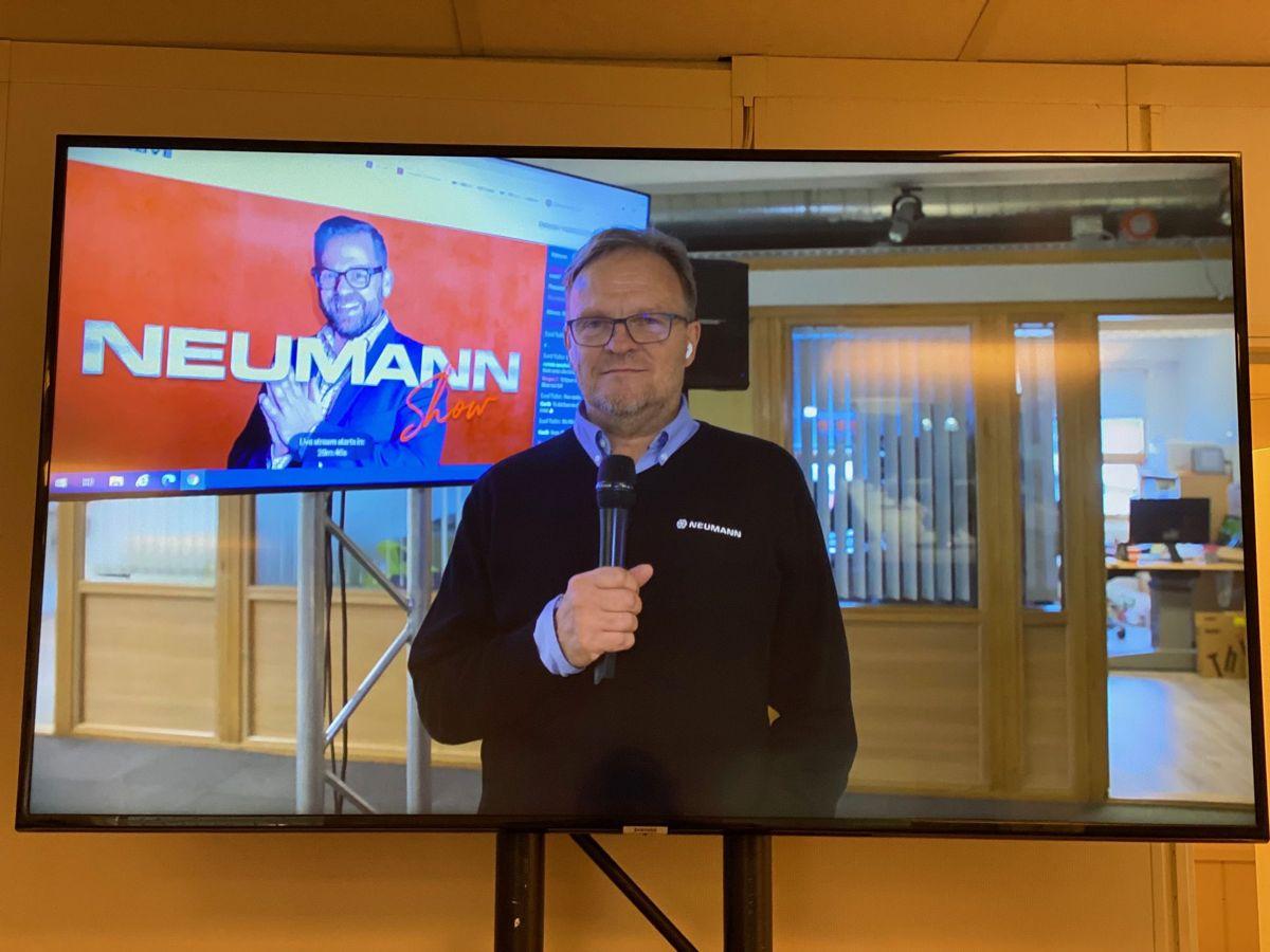 Lydtest i Tromsø ved regionsdirektør i nord, Nils Harald Thorbjørnsen. Foto: Neumann Bygg (Gøril Solheim/Linda Heuch)