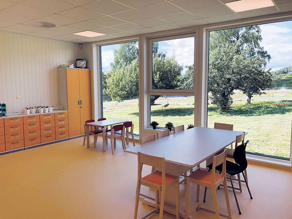 Hov barnehage har fire avdelinger og plass til 96 barn. Foto: Backe Oppland.