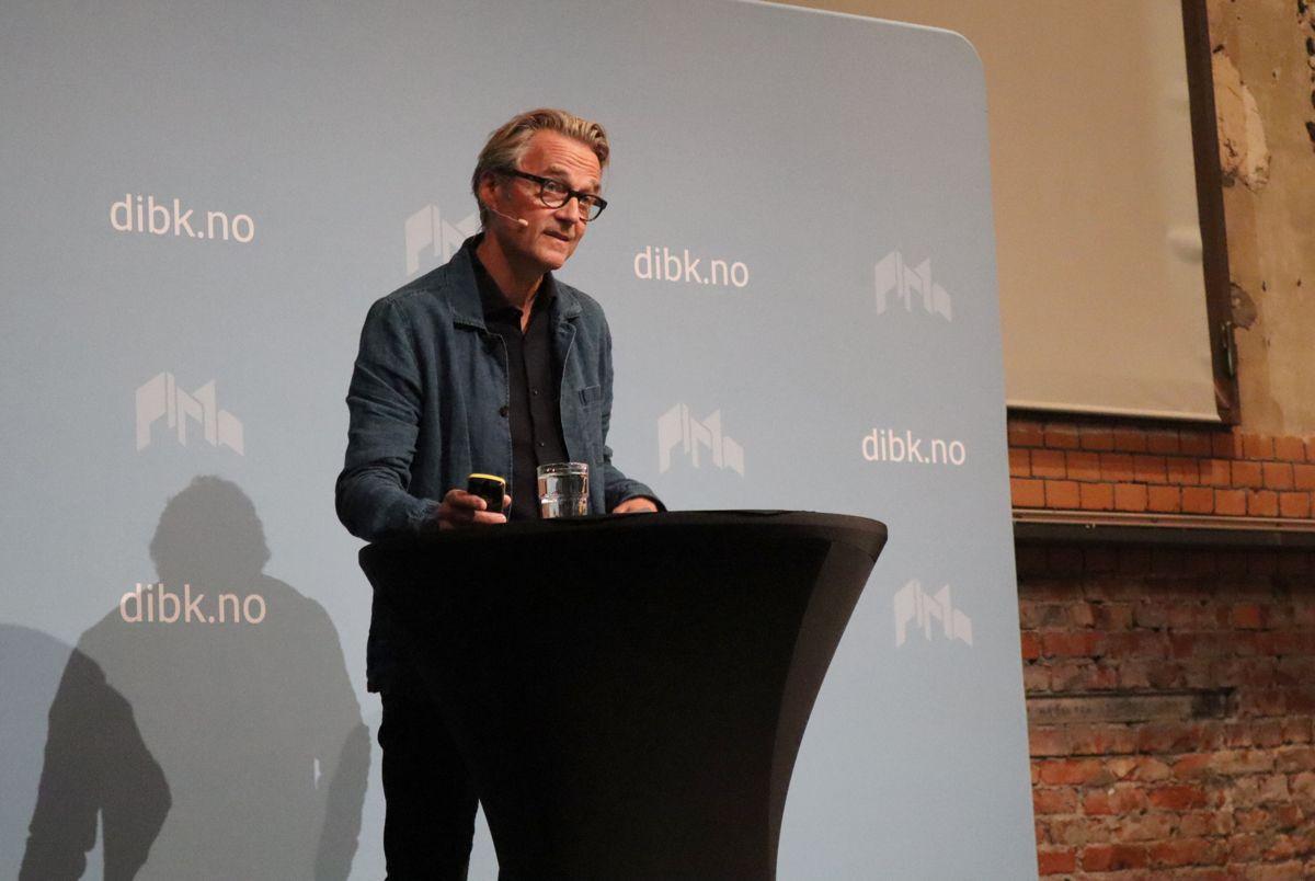 Arkitekt Per Suul i Lund Hagem arkiktekter presenterte tranformasjonsprosjektet Nye Lilleby i Trondheim, som var en av tre finalister. Foto: Svanhild Blakstad