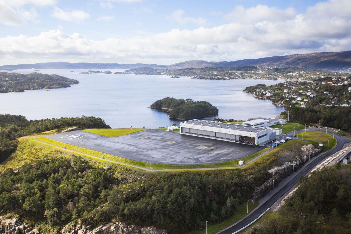 Åpning av helikopterbasen på haakonsvern, for 334 skvadronen. NH90 Helikopterene for marinen og kystvakten skal ha basen her. Foto: Forsvarsbygg