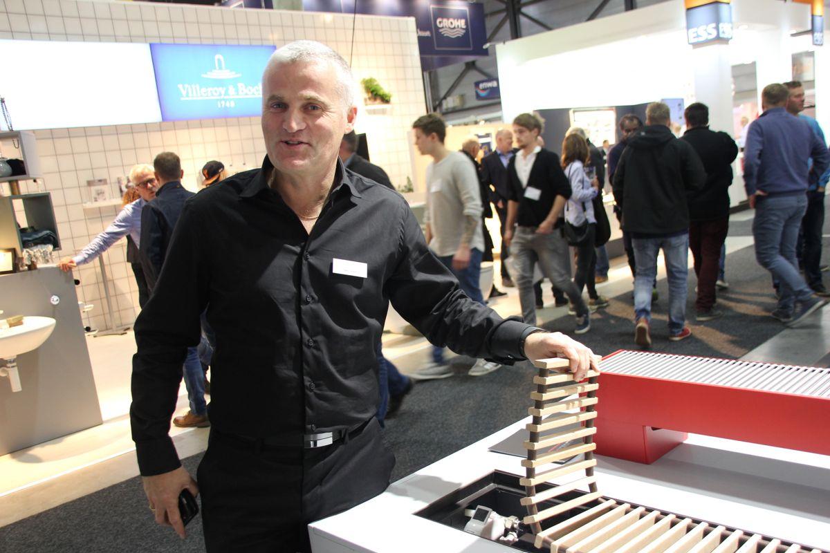 Bjørn Solem fra Lyngson viste frem ulike løsninger for vannbåren varme på VVS-dagene 2016. Foto: Svanhild Blakstad