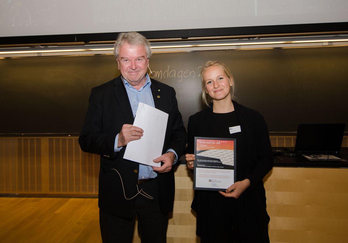 Veronica Liverud Krathe fikk Dr. Techn. Olav Olsens nyskapingspris av direktør Tor Ole Olsen.