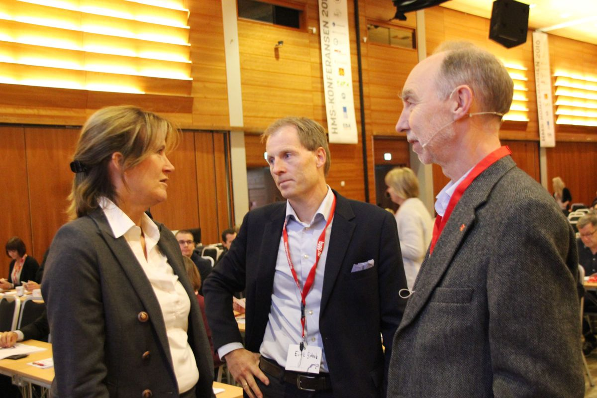 Kari Sandberg i EBA, Eirik Gjelsvik i Backe og Trond Bølviken i Veidekke under HMS-konferansen 2016. Foto: Svanhild Blakstad