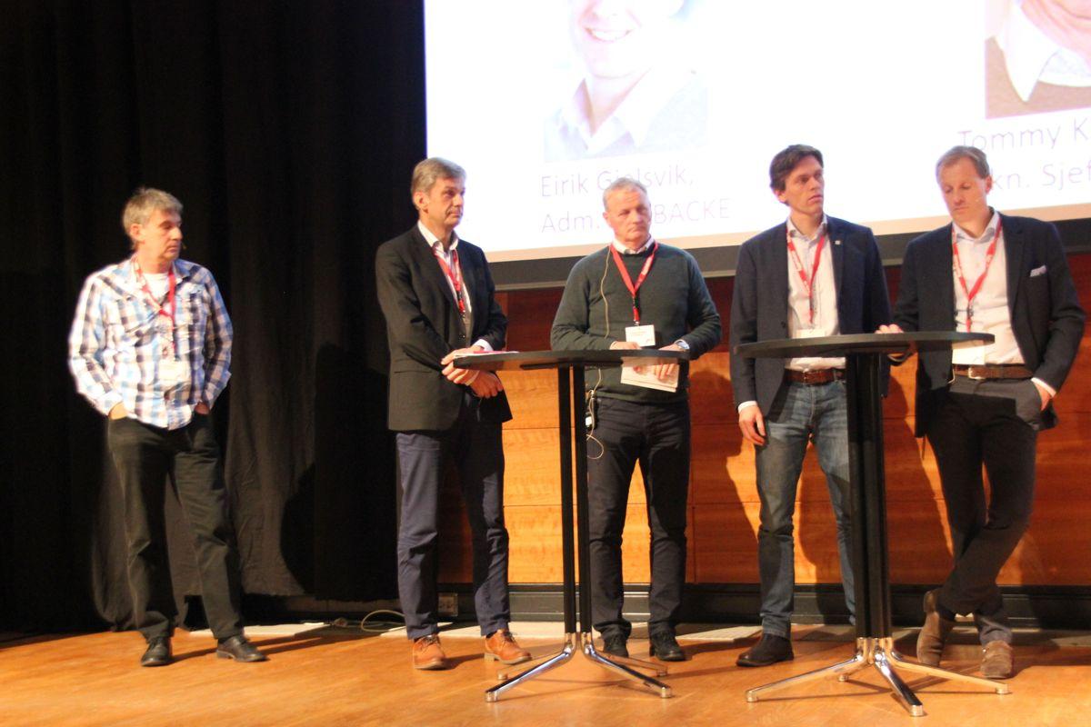 <p>Paneldebatt om Arbeidstilsynets nye skaderapport, som ble presentert på HMS-konferansen. Foto: Svanhild Blakstad</p>