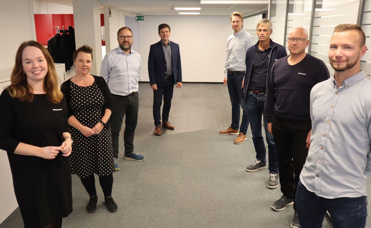Fra venstre: Monica Blom Thorsen, markedssjef Mesterhus, Stine Askautrud, Håndverkbygg (Oslo), Jon Roar Edvardsen, Bygg i Nord (Silsand), Karl Arne Jespersen, kjededirektør Mesterhus, Martin Strand, teknisk sjef Mesterhus, Roar Larsen, Larsen Bygg (Horten), Jon Helge Gresseth, Byggmester Iver R Gresseth (Hegra), og Erlend Sandøy, Sandøy Byggservice (Askøy) Foto: Svanhild Blakstad