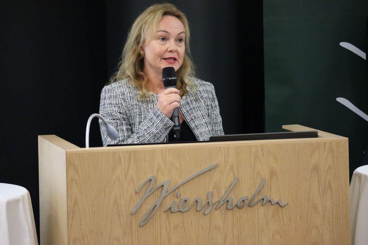 Gjertrud Helleland, leder i juridisk avdeling i Veidekke Entreprenør. Foto: Svanhild Blakstad