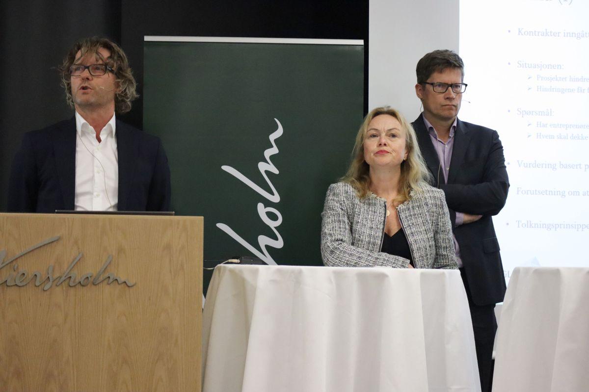KORONA I KONTRAKT: Marius Borgen, Glittertind, Gjertrud Helleland, Veidekke Entreprenør og Gunnar Garred, Skanska. Foto: Svanhild Blakstad
