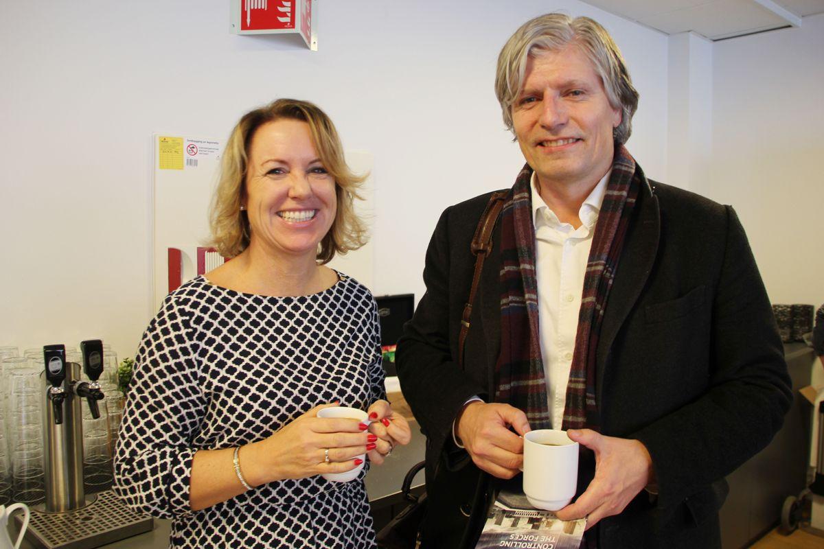 Liv Kari Skudal Hansteen, adm direktør i RIF og Ola Elvestuen, leder for energi- og miljøkomiteen på Stortinget deltok i paneldebatten overvannshåndtering på Ingeniørenes Hus i Oslo 7. november. Foto: Svanhild Blakstad