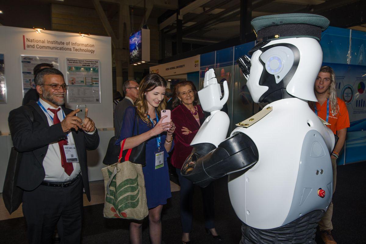 <p>I fremtidens Dubai kan man få robot-politimenn.</p>