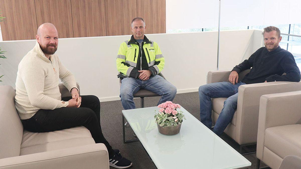Anleggsleder Hugo Myrstadvatn og prosjektleder Øyvind Heggeset fra Betonmast Røsand sammen med byggherreombud Jonas Grønning fra Eiendomskonsult er godt fornøyd med resultatet av arbeidet.