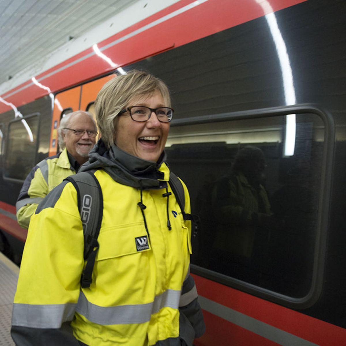 Stine Ilebrekke Undrum og Knut Edmund Knutsen på plattform. Foto: Anne Mette Storvik