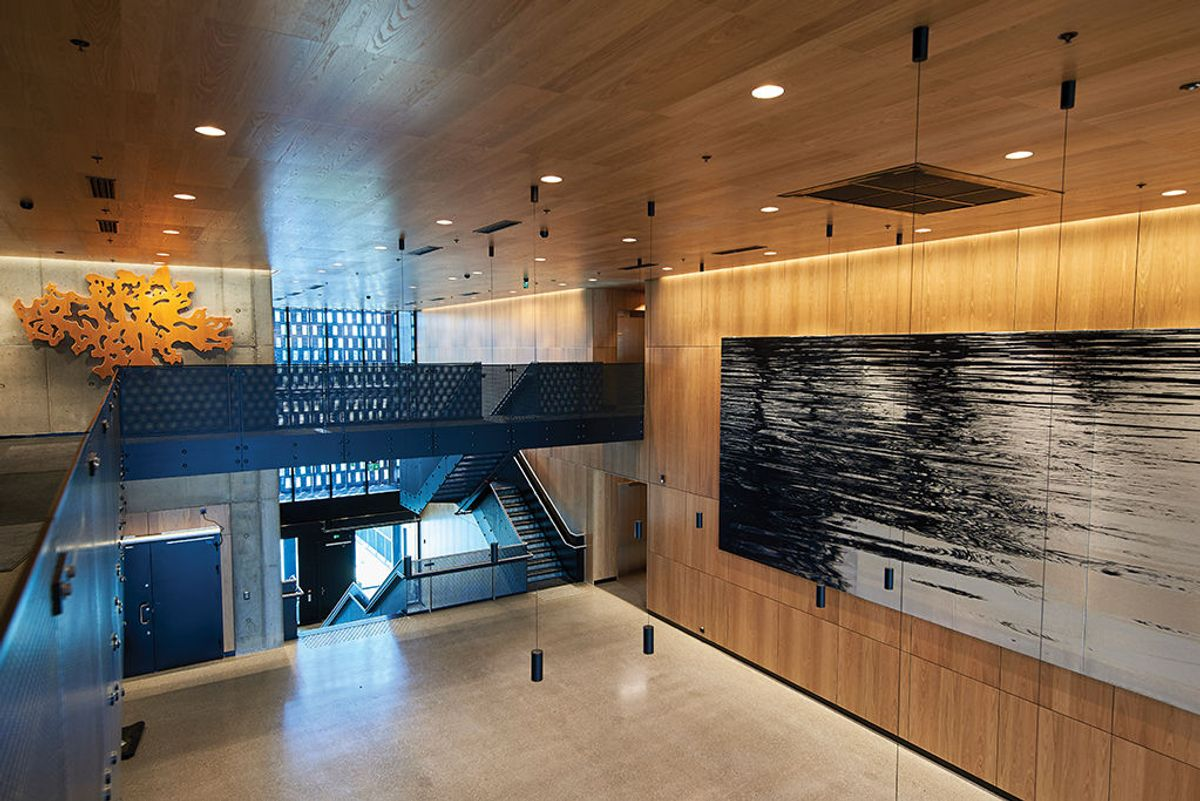 Hovedbygget går i denne delen over to plan og inneholder blant annet en kantine. Foto: Nordic – Office of Architecture, Knut Ramstad