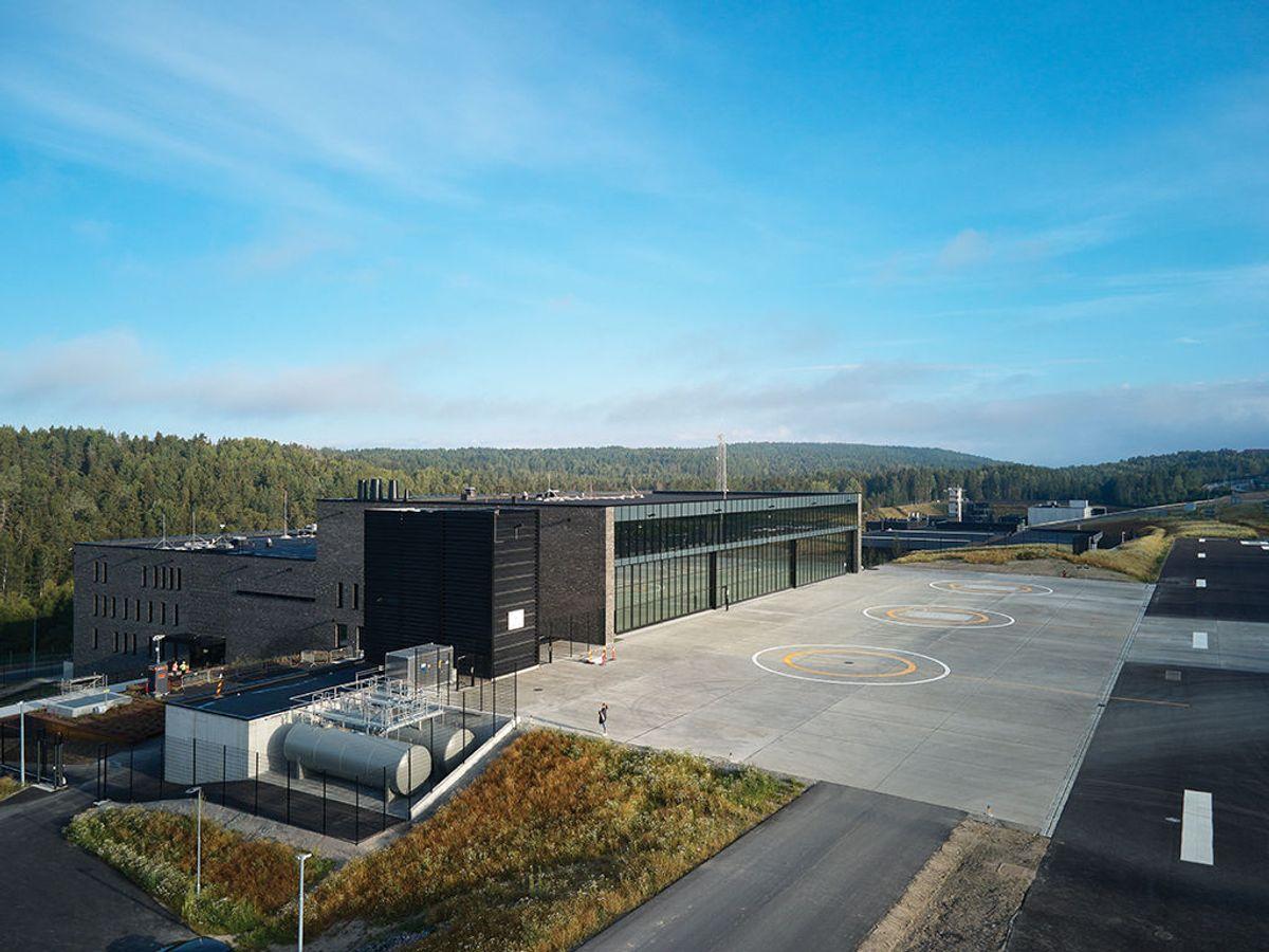 Landingsplass på 330 meter og en fullt utstyrt hangar rommer de tre nye politihelikoptrene. Foto: Nordic – Office of Architecture, Knut Ramstad
