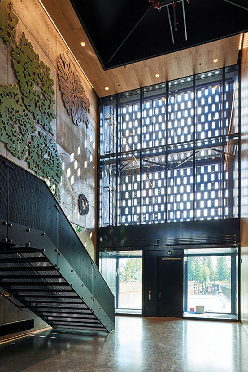 Prosjektet valgte å legge ekstra ressurser i utvalgte områder, med et samspill mellom betong og treverk. Foto: Nordic – Office of Architecture, Knut Ramstad