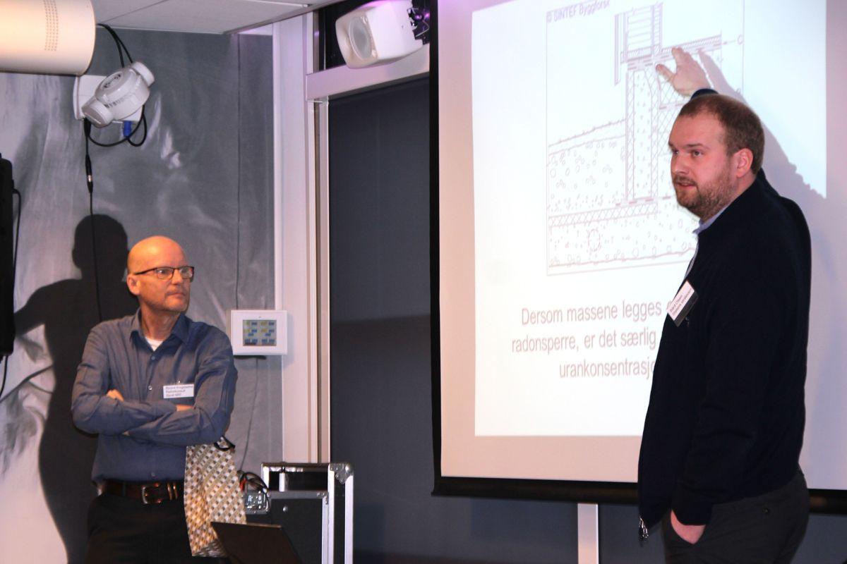 Styreleder Øyvind Krogstadmo i NRF (t.v) og Bård Olsen i Statens strålevern. Foto: Svanhild Blakstad